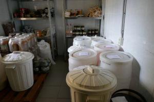 Das Lebensmittellager ist sauber und übersichtlich