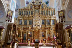 Die Trennwand (Ikonostase) zwischen Gemeinde- und Altarraum